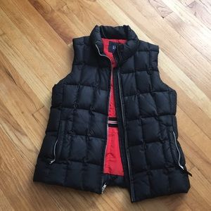 Women's gap black puffy vest size small